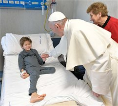 Pope visits sick children on eve of Epiphany