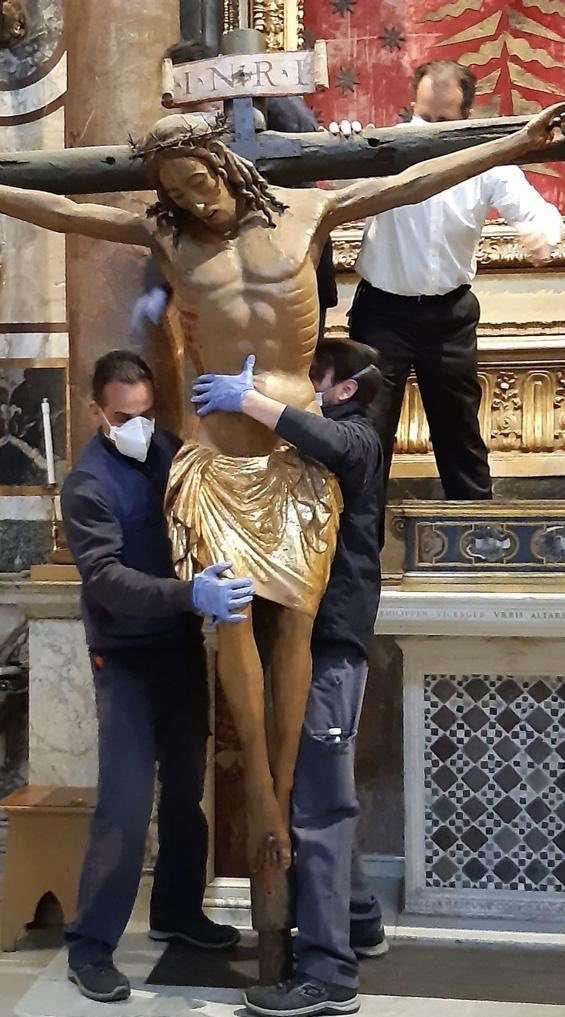 Workers carry the miraculous crucifix  from the Church of San Marcello al Corso March 25. It will stand in St. Peter's Square as the world prays for an end to the coronavirus epidemic. (Courtesy photo/CNA)
