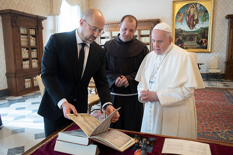 Pope Francis meets with Ukrainian Prime Minister Denys Shmyhal at the Vatican March 25, 2021. (CNS photo/Vatican Media)